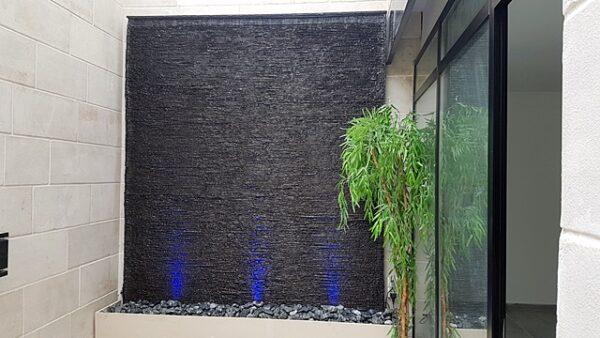 קיר מפל מים בזלת