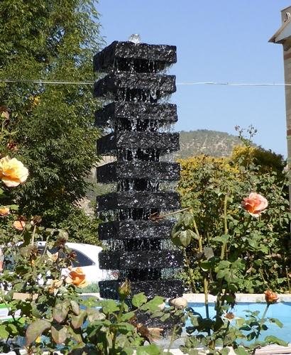 מפל מים לגינה מרבועי בזלת