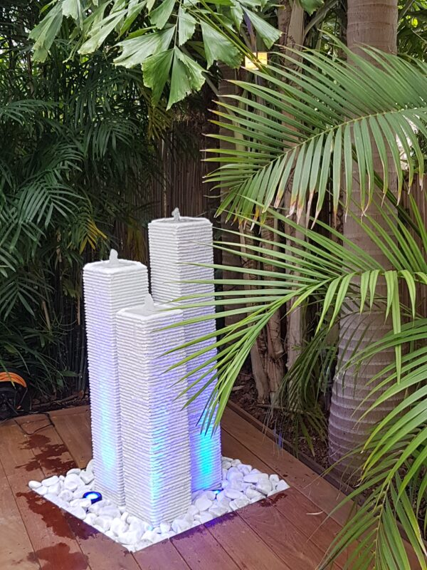 מפל מים לגינה מעמודים
