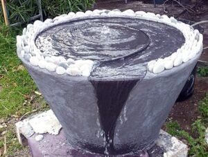 מזרקת מים לגינה בעיצוב יחודי
