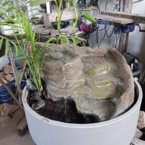 מפל מים לבית מבטון