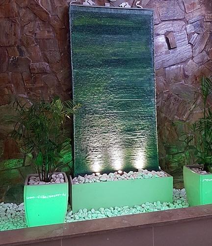 קיר מים פסי בזלת