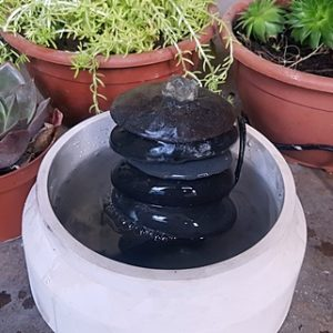 מפל מים מחלוקי בטון