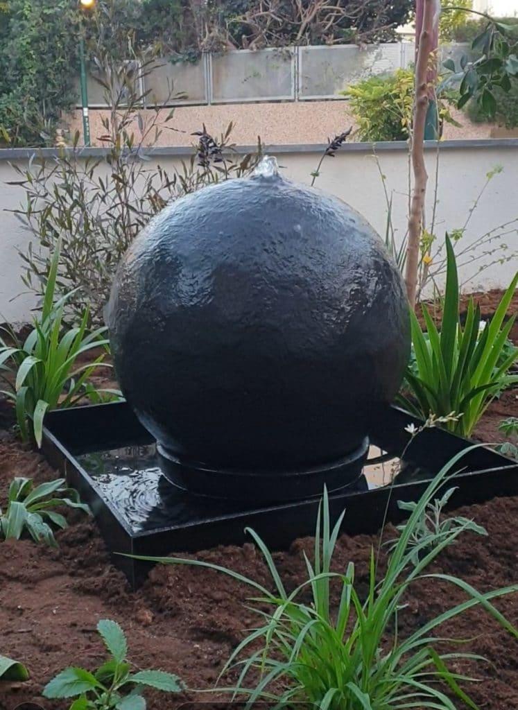 מזרקות לגינה כדור בזלת
